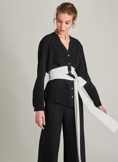 NGSTYLE Kontrast Kuşak Detaylı Krep Bluz Siyah